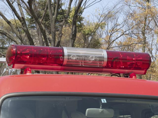 消防自動車の赤色灯の写真素材 [FYI04177047]