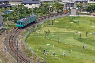 日本の鉄道、和歌山線105系の写真素材 [FYI04177048]