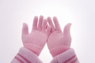 手袋をした手の写真素材 [FYI04177310]