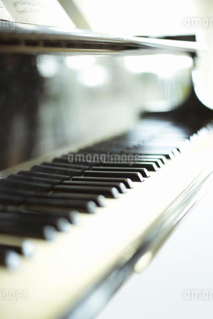 ピアノの鍵盤の写真素材 [FYI04179658]