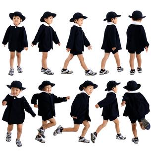 人物切り抜き添景素材 子供幼児男の子 歩く走る 白バックの写真素材 [FYI04180391]