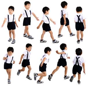 人物切り抜き添景素材 子供幼児男の子 歩く走る 白バックの写真素材 [FYI04180409]