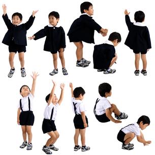 人物切り抜き添景素材 子供幼児男の子 遊ぶ 白バックの写真素材 [FYI04180420]