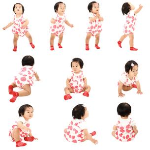 人物切り抜き添景素材 赤ちゃん乳児女の子 歩く座る遊ぶ 白バックの写真素材 [FYI04180443]