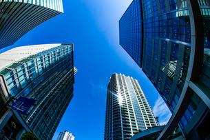 横浜みなとみらいの高層ビルと青空の写真素材 [FYI04182192]