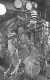 鉄道 私鉄・大井川鉄道C11形蒸気機関車運転室の写真素材 [FYI04183950]