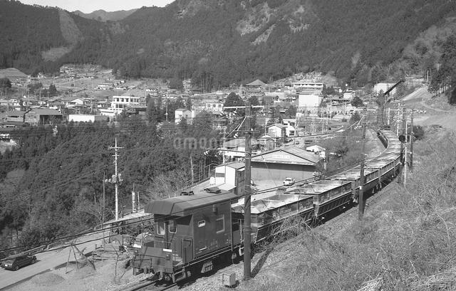 青梅線を行くEF15電気機関車の写真素材 [FYI04184087]