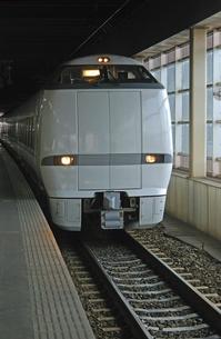 鉄道 JR西日本・北陸本線金沢駅 413系電車の写真素材 [FYI04184175]