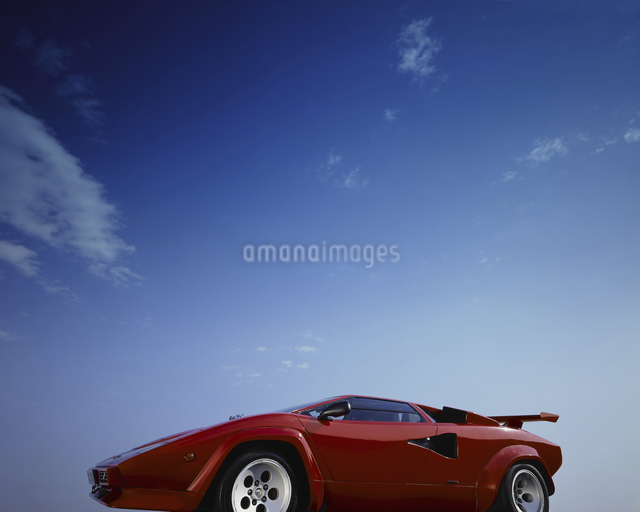 青空抜きで赤いスーパーカーの写真素材 [FYI04184416]