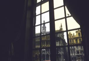 グランプラス広場の窓の写真素材 [FYI04185053]