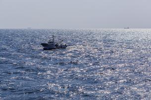 日本の風景、紀伊水道と漁船の写真素材 [FYI04185083]