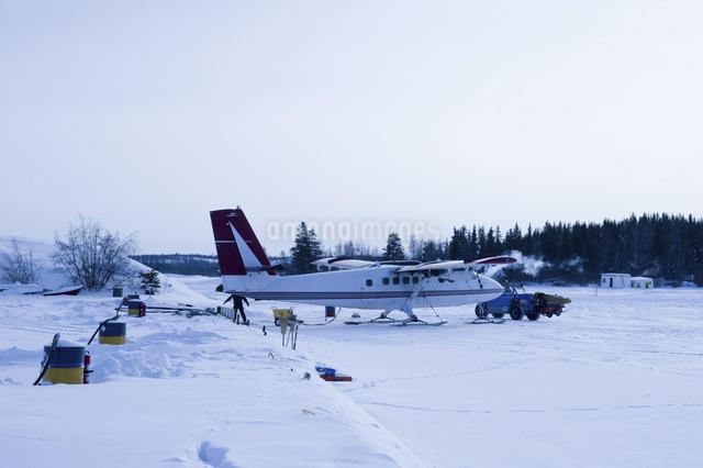 雪上飛行機の写真素材 [FYI04185122]