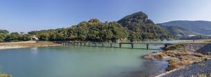 日本の風景、徳島県那賀川にかかる加茂谷沈下橋の写真素材 [FYI04185128]