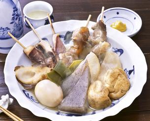 おでんと日本酒の写真素材 [FYI04187838]