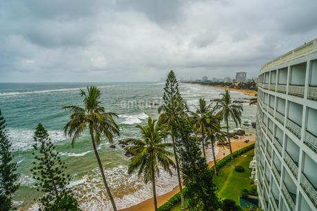 スリランカ・コロンボのビーチと街並みの写真素材 [FYI04188931]