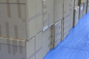 集荷待ちの荷物の写真素材 [FYI04190513]