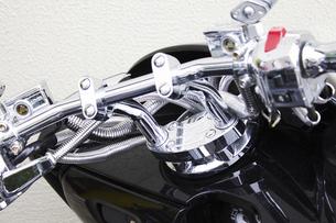 モーターバイクのハンドルの写真素材 [FYI04190730]
