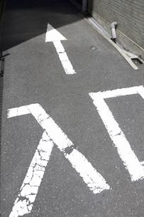 狭い道路の入口の写真素材 [FYI04191256]