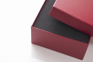 赤いギフトボックスの写真素材 [FYI04191718]