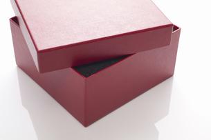 赤いギフトボックスの写真素材 [FYI04191723]