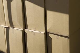 積み重ねた段ボール箱の写真素材 [FYI04192043]
