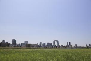 淀川河川敷からみる大阪の写真素材 [FYI04194724]