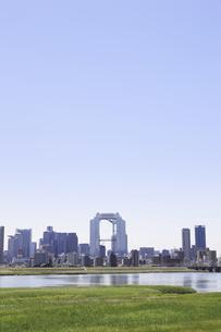 淀川河川敷からみる大阪の写真素材 [FYI04194730]