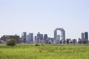 淀川河川敷からみる大阪の写真素材 [FYI04194731]