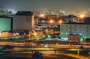 川崎マリエン(神奈川県川崎市)から見える京浜工業地帯の写真素材 [FYI04196253]