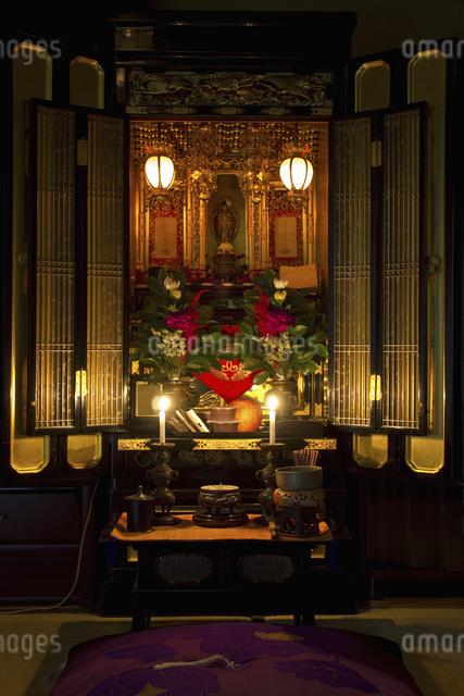 室内にある仏壇の写真素材 [FYI04205241]