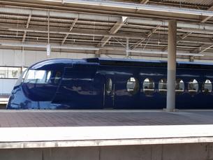 南海電車の関空行き特急ラピートの写真素材 [FYI04205880]