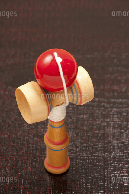 日本の伝統的な玩具のケンダマの写真素材 [FYI04206168]