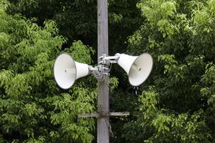 広域避難場所に設置された拡声器の写真素材 [FYI04206688]