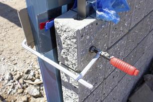 一戸建て住宅のガレージの土間工事の写真素材 [FYI04207404]