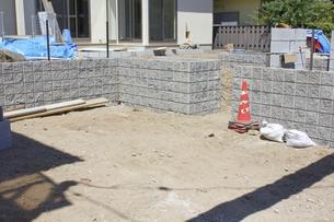 一戸建て住宅のガレージの土間工事の写真素材 [FYI04207405]