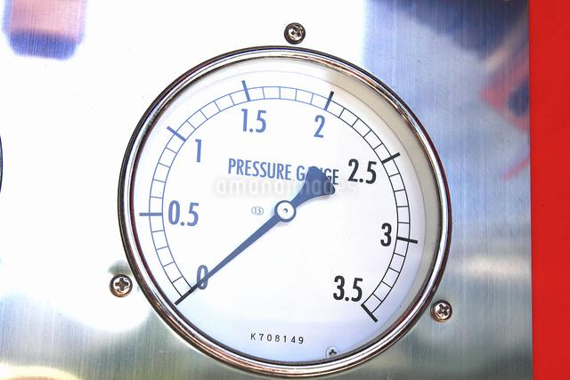 消防自動車の放水の圧力計の写真素材 [FYI04207479]