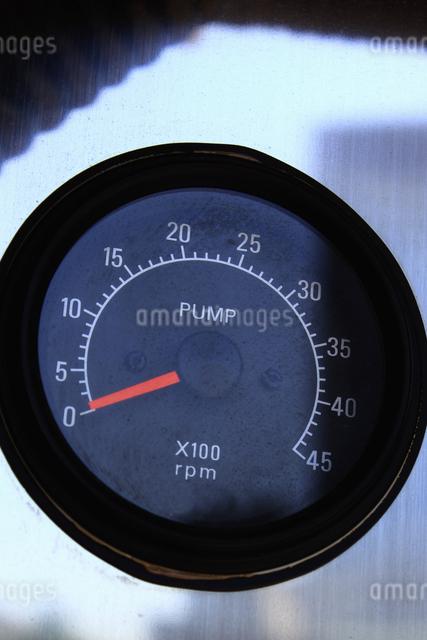 消防自動車のポンプの回転計の写真素材 [FYI04207480]