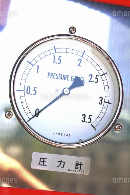 消防自動車の放水の圧力計の写真素材 [FYI04207481]