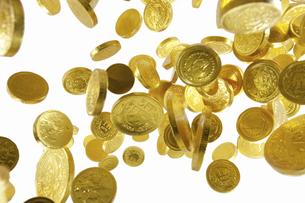 飛び上がる金貨の写真素材 [FYI04208723]