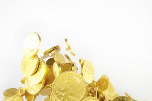 飛び上がる金貨の写真素材 [FYI04208724]