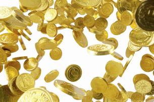 飛び上がる金貨の写真素材 [FYI04208725]