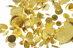 飛び上がる金貨の写真素材 [FYI04208727]
