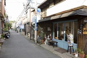 東京 根津の町並みの写真素材 [FYI04209518]