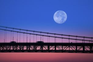 瀬戸大橋と月の合成の写真素材 [FYI04212205]