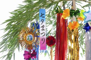 白バックの七夕飾りの写真素材 [FYI04212211]