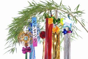 白バックの七夕飾りの写真素材 [FYI04212215]