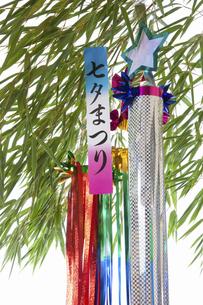 白バックの七夕飾りの写真素材 [FYI04212216]