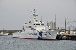 厳寒の江差・巡視船かむいの写真素材 [FYI04214762]