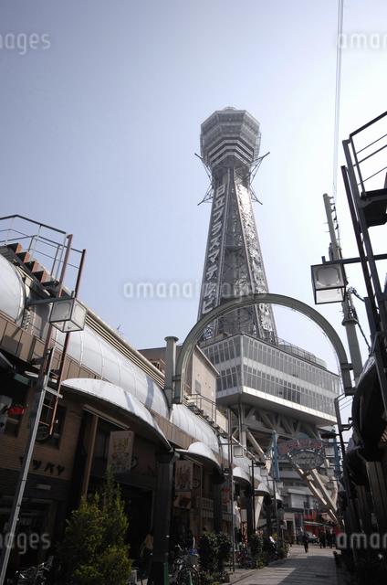 通天閣と商店街の写真素材 [FYI04214787]