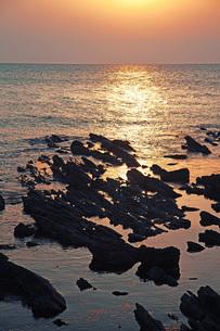 夕焼の海の写真素材 [FYI04216769]